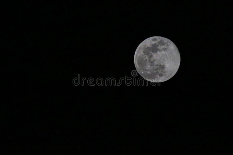 Crateras do preto do céu da Lua cheia fotografia de stock