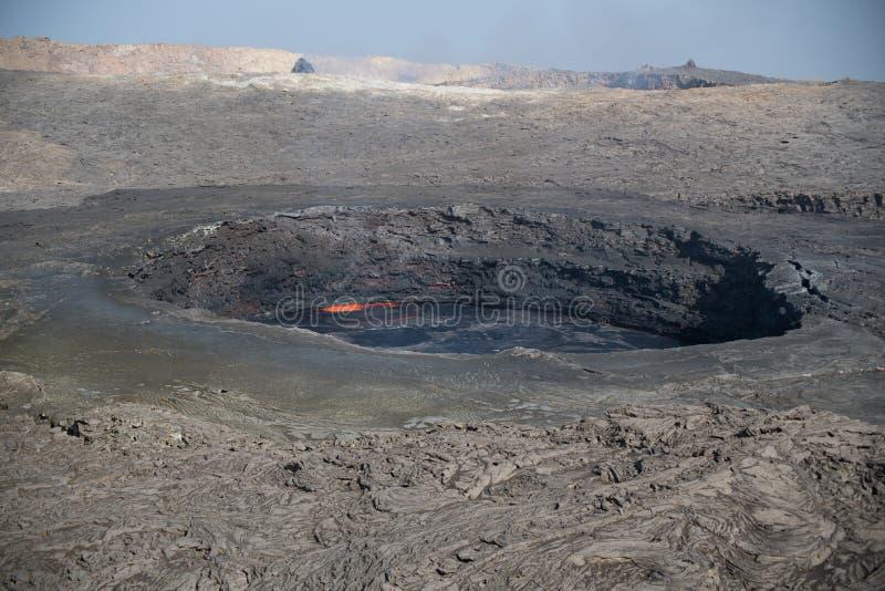 Cratere dell'Erta Ale e suo lago di lava permanente fotografie stock libere da diritti