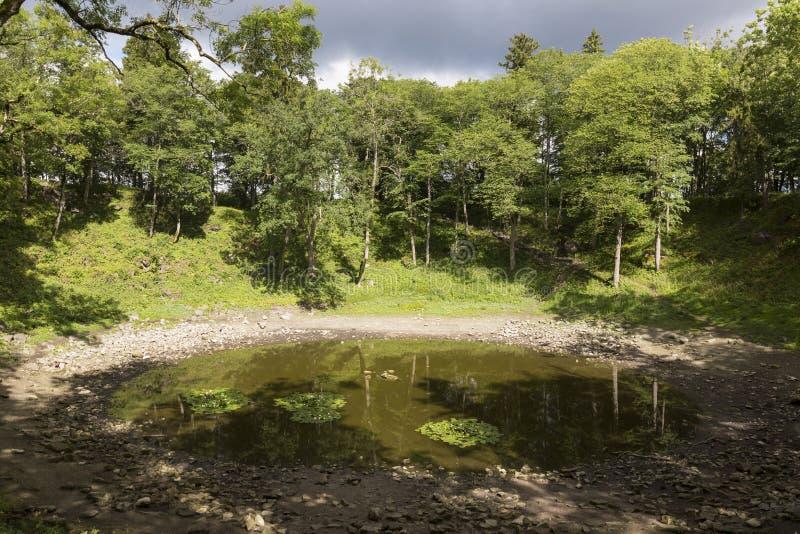 Cratere di Kaali nell'isola di Saaremaa, Estonia fotografia stock