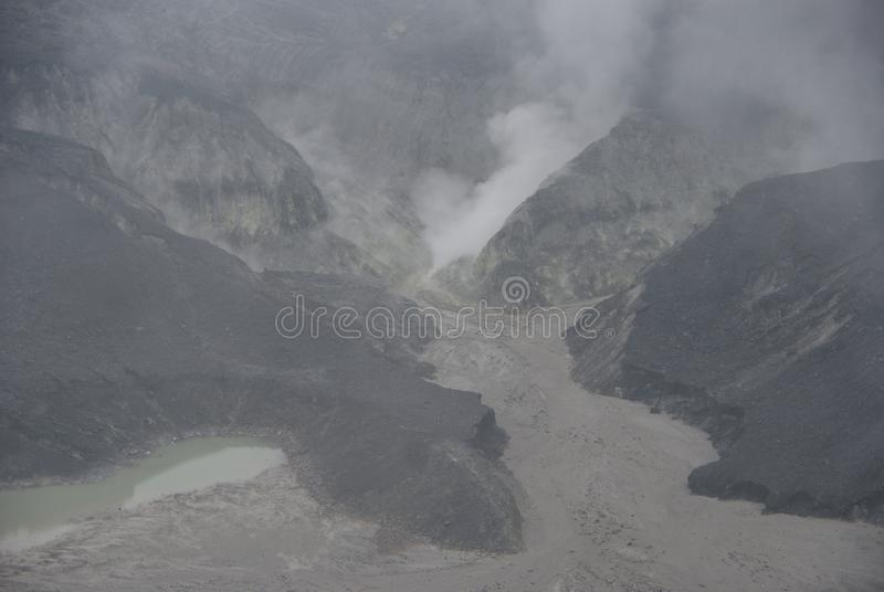 Cratere di Tangkuban Perahu a Bandung, Indonesia fotografia stock libera da diritti