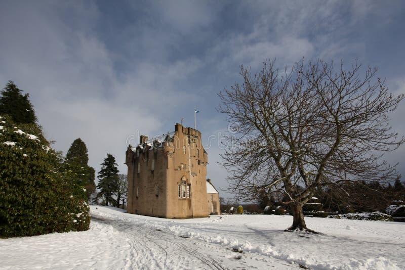 Crathes Schloss im Schnee stockbild