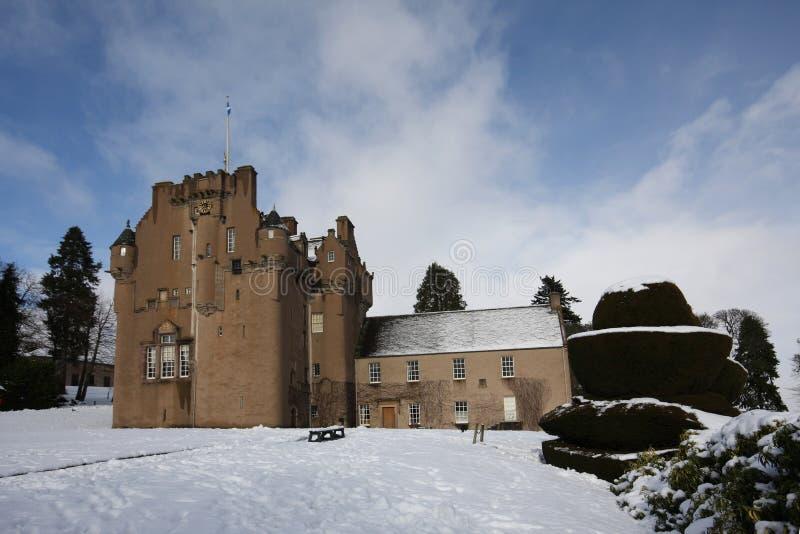 Crathes Schloss im Schnee stockbilder