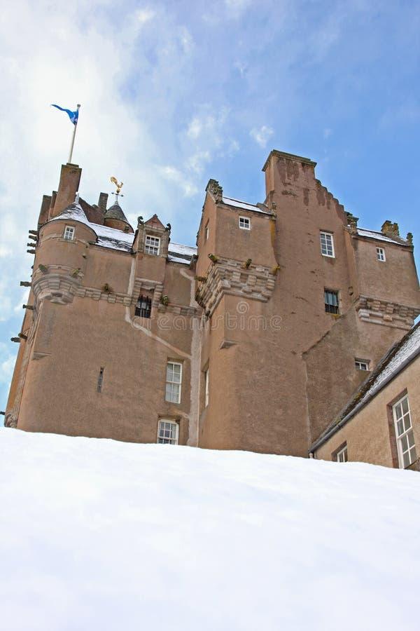 Crathes Schloss im Schnee lizenzfreie stockfotos