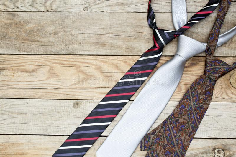Cravates sur le fond en bois Vue sup?rieure photo stock