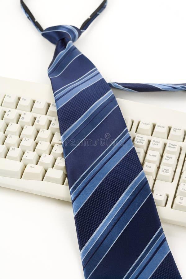 Cravatta e tastiera blu immagine stock libera da diritti