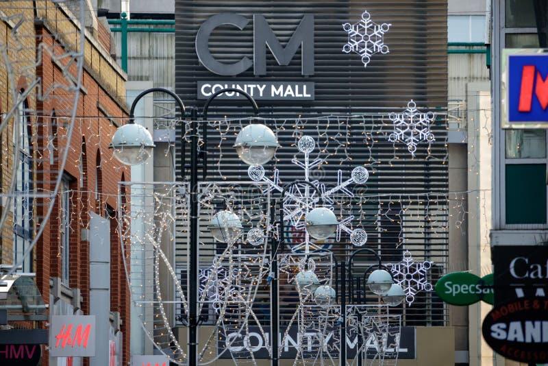 CRAWLEY, ZACHODNI SUSSEX/UK - LISTOPAD 21: Bożonarodzeniowe światła przy zdjęcia stock