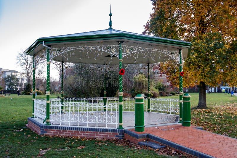 CRAWLEY, ZACHODNI SUSSEX/UK - LISTOPAD 21: Widok Bandstand wewnątrz zdjęcia royalty free