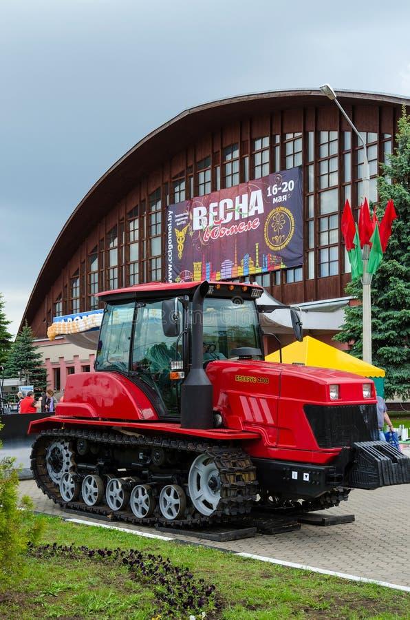 Crawlsimmaretraktor Vitryssland 2103 arkivfoto