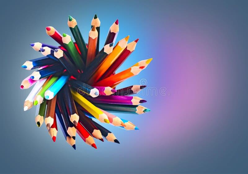 Crayon dans la tasse sur la vue de remorquage photo stock