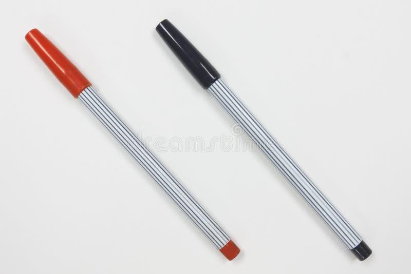 Crayon de couleur noire et rouge sur le fond blanc photographie stock libre de droits