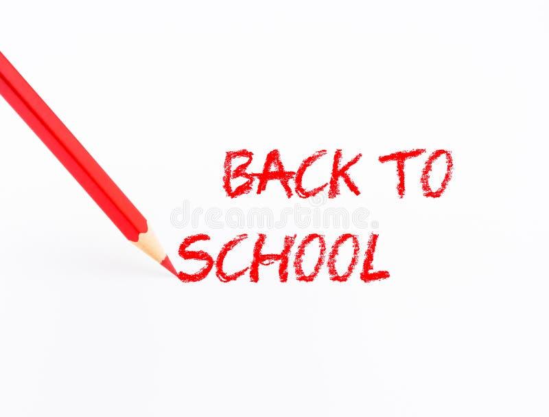 Crayon de couleur rouge de plan rapproché avec le ` de nouveau aux mots de ` d'école sur le fond blanc images libres de droits
