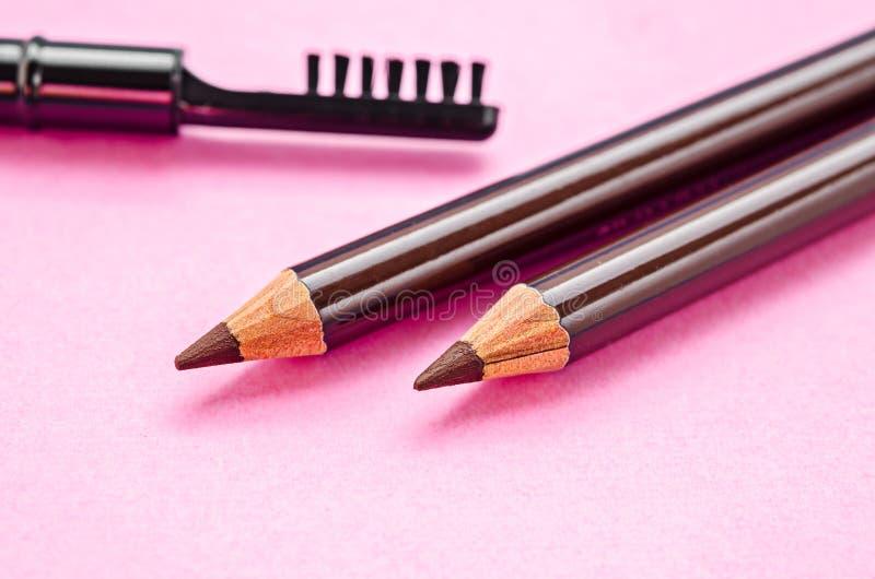 Crayon et brosse pour le maquillage de sourcils image libre de droits