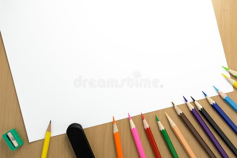 Crayon et papier de vue supérieure photographie stock