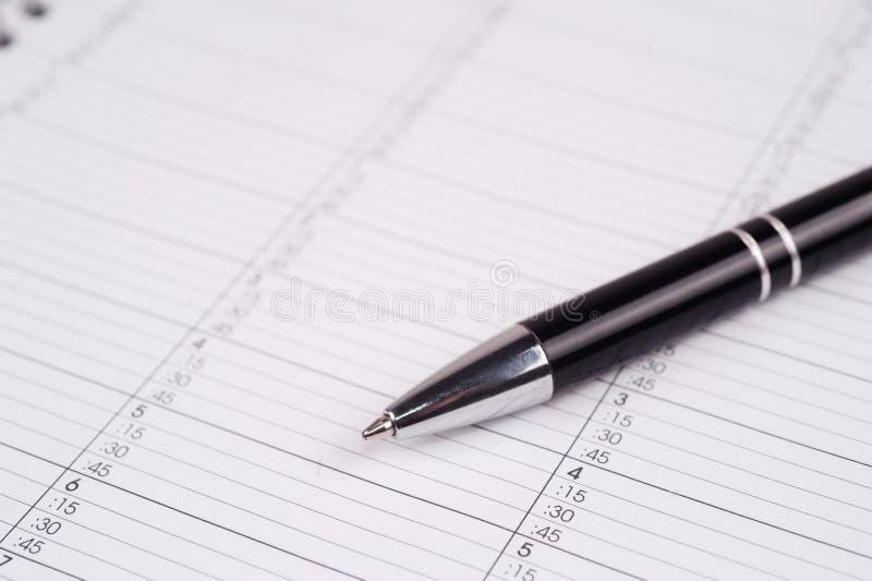 Crayon lecteur à une page de calendrier photo libre de droits