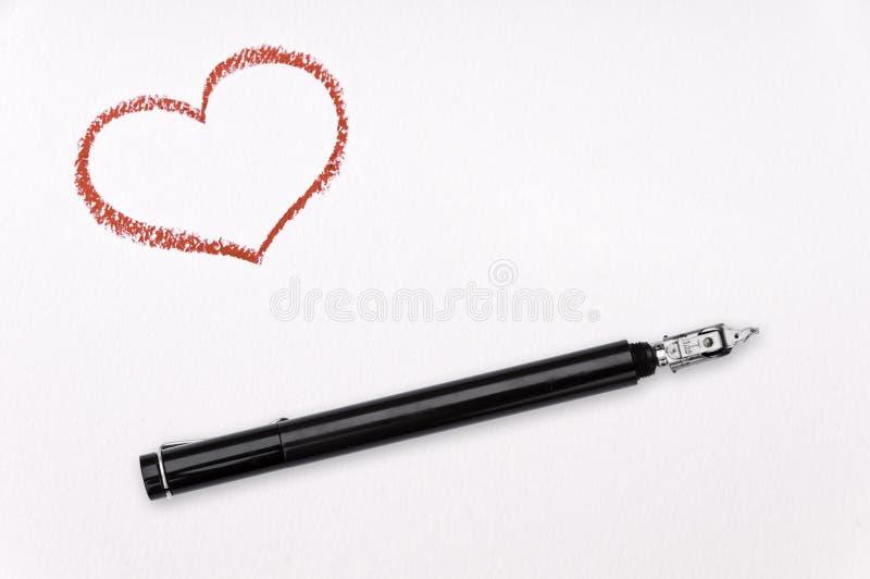 Crayon lecteur d'encre et coeur rouge images libres de droits
