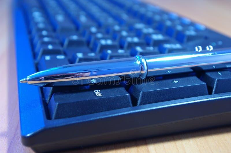 Crayon lecteur de clavier et d'argent de PC photographie stock libre de droits