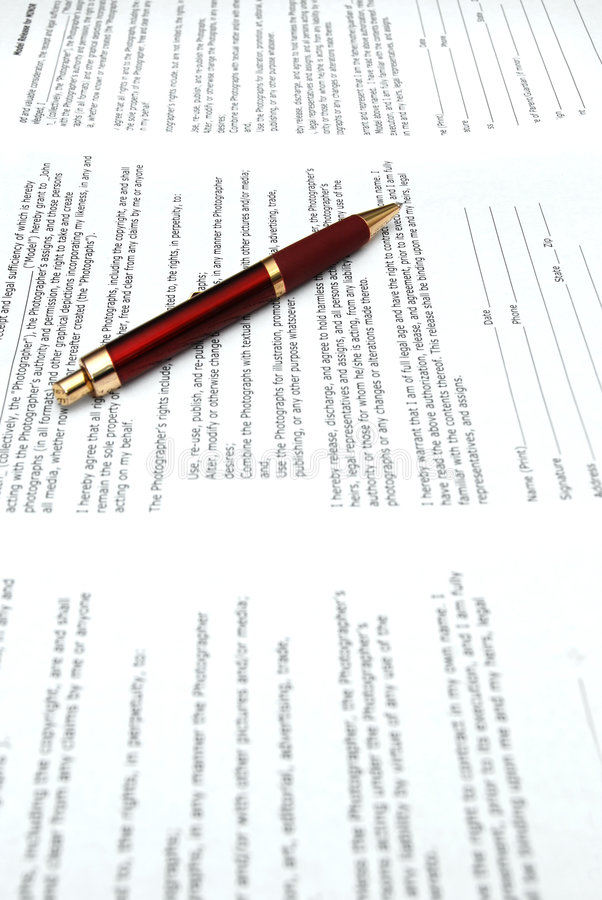 Crayon lecteur et contrats rouges photo libre de droits
