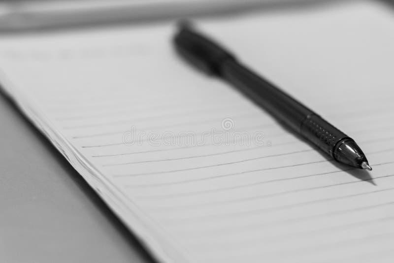 Crayon lecteur et papier images stock