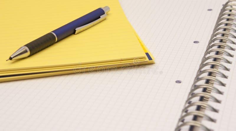 Crayon mécanique sur un bloc-notes photographie stock libre de droits
