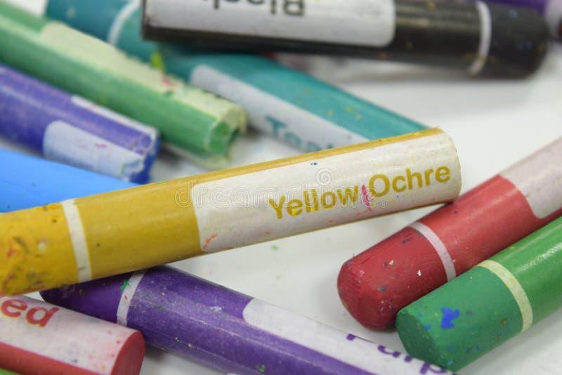 Crayon ocre jaune photos stock