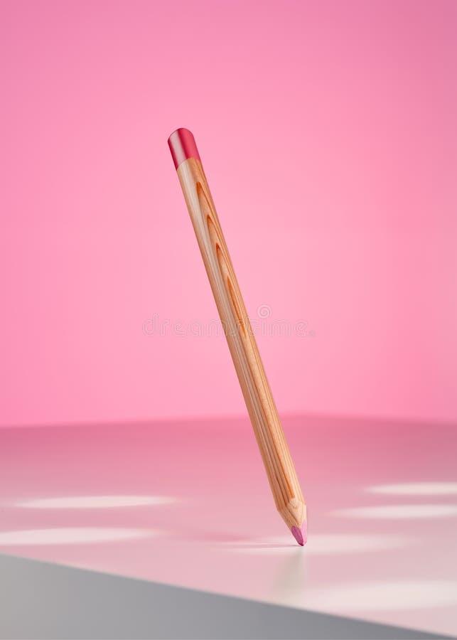 Crayon rose accrochant sur l'air photos libres de droits