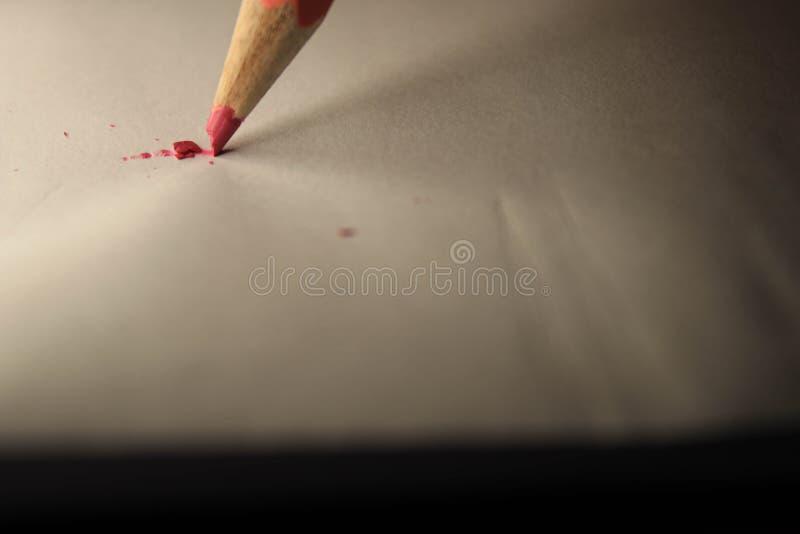 Crayon sur la feuille images libres de droits