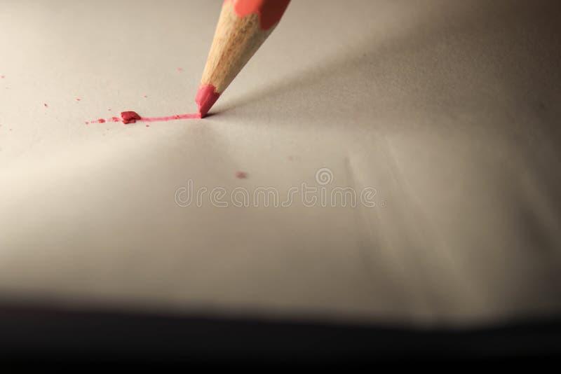 Crayon sur la feuille photos libres de droits