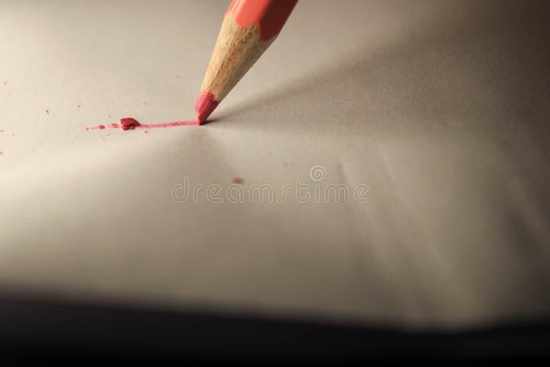 Crayon sur la feuille image libre de droits