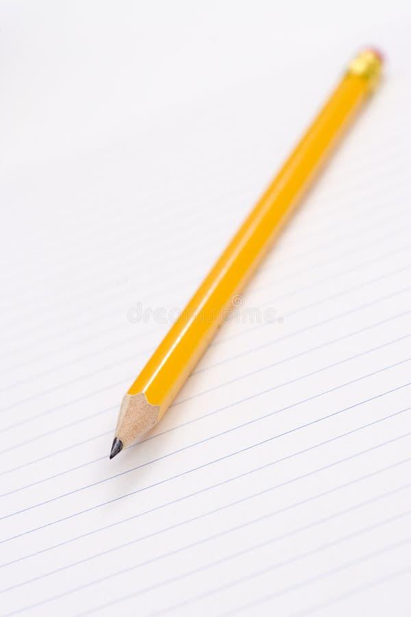 Crayon sur le cahier images libres de droits