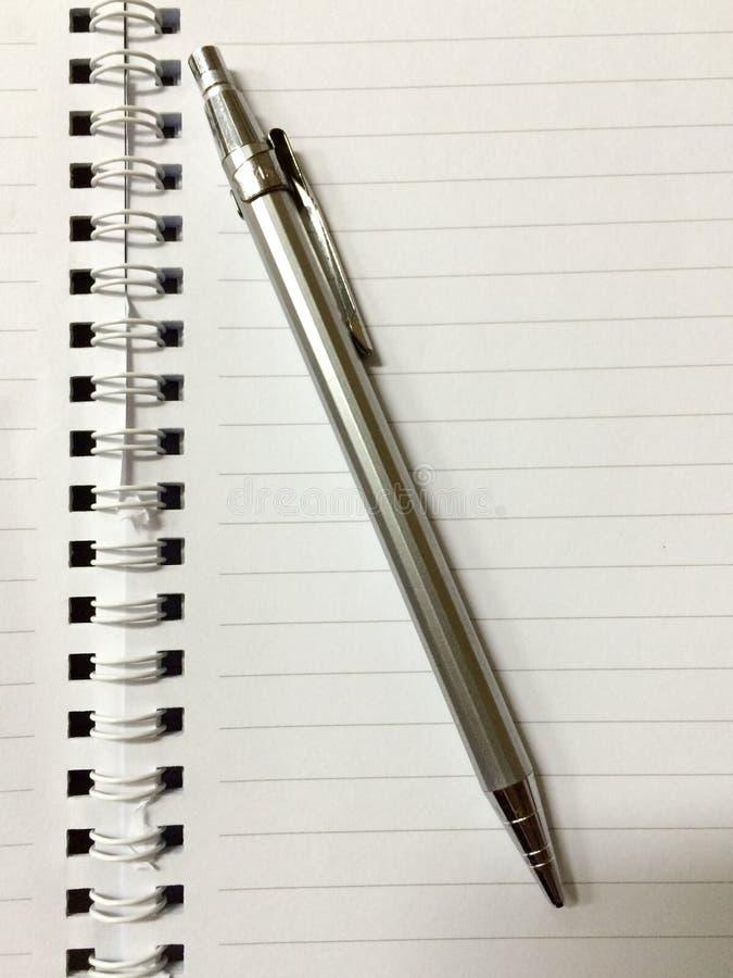 Crayon sur le carnet photos stock