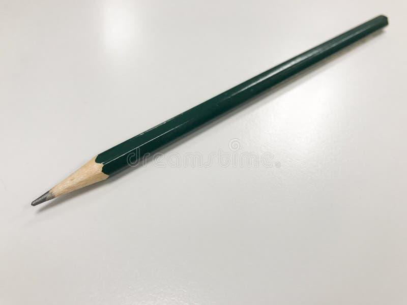 Crayon sur le fond blanc pur image stock