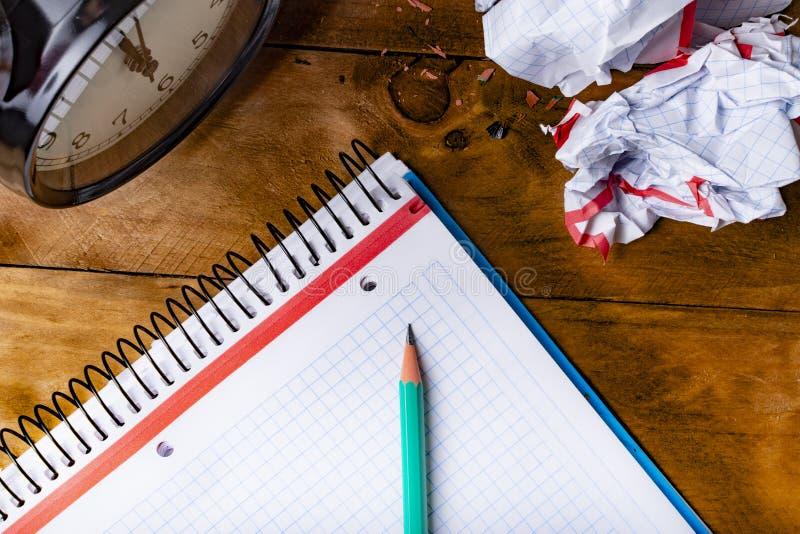 Crayon vert, temps de concept d'être créatif photographie stock