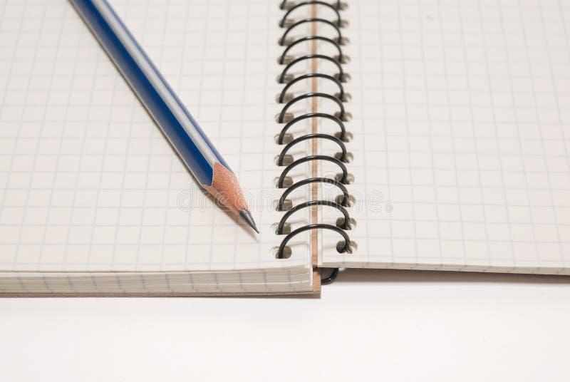 Crayonnez aux pages d'un carnet ouvert pour des disques image libre de droits