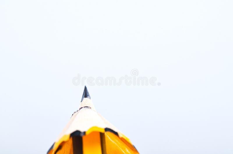 Crayonnez avec lui les copeaux au-dessus du fond blanc photographie stock libre de droits