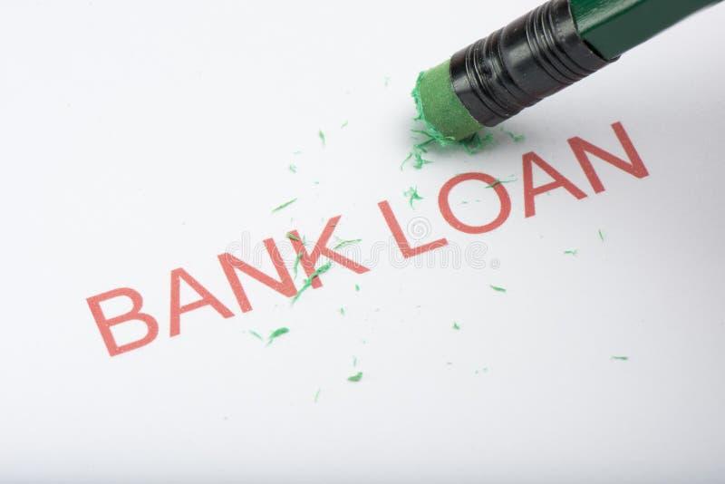 Crayonnez effacer le ` de crédit bancaire de ` de Word sur le papier photos libres de droits
