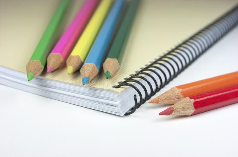 Download Crayons. Блокнот. стоковое изображение. изображение насчитывающей примечание - 33728145