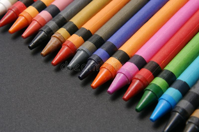 Crayons brillamment colorés. images stock