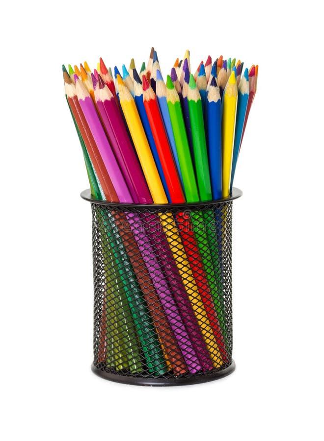 Crayons colorés dans la tasse noire de bureau photos stock