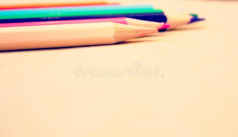 Crayons colorés lumineux images libres de droits