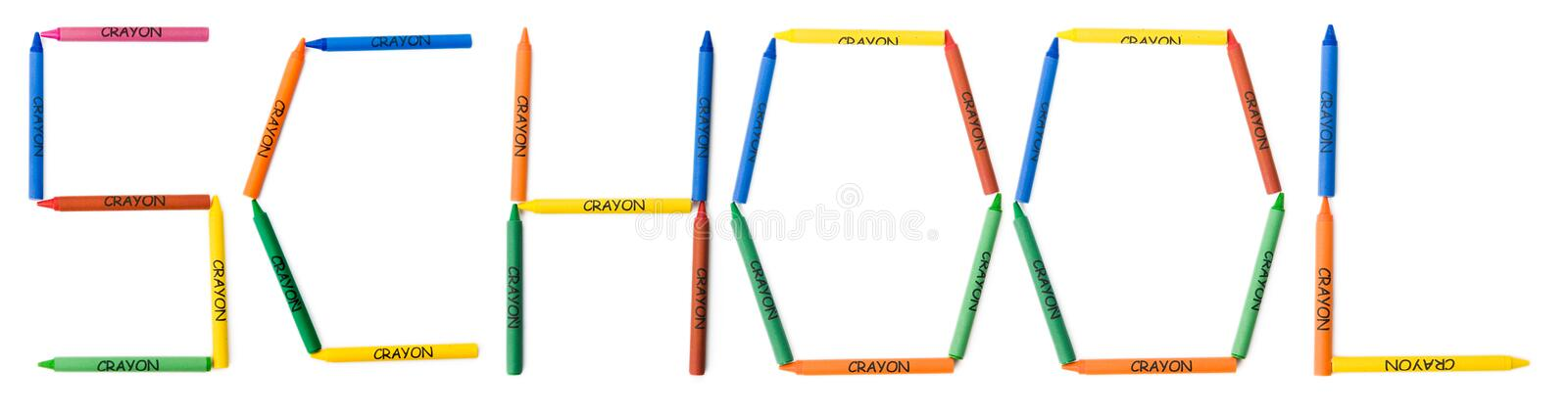 Crayons colorés orthographiant l'école photo stock