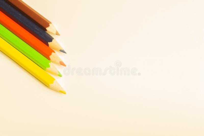Crayons color?s d'isolement sur le fond blanc images libres de droits