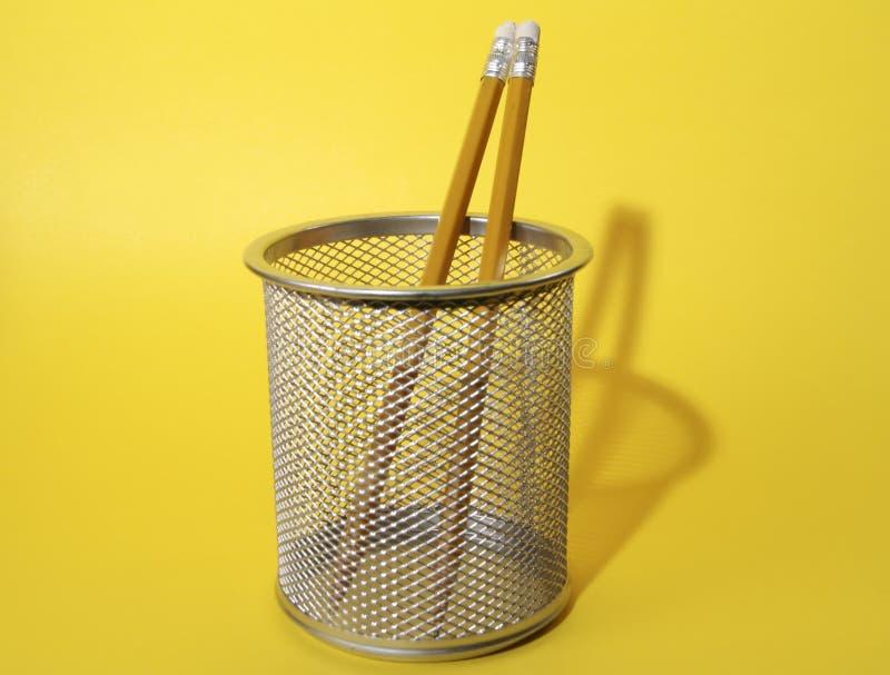 Crayons Dans La Cuvette Photos libres de droits
