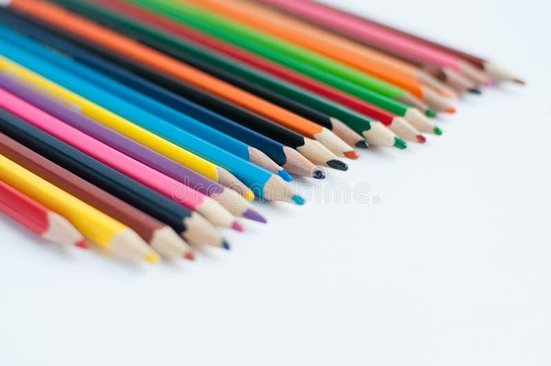 Crayons de couleur d'isolement sur le fond blanc Fin vers le haut photos libres de droits