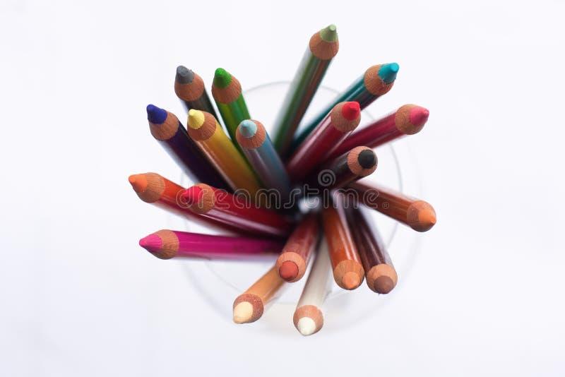 Crayons en pastel dans une glace photos stock