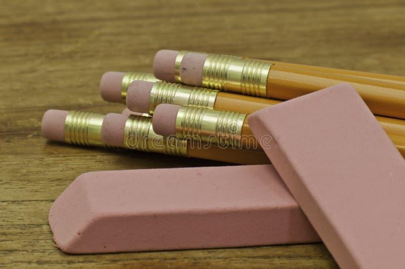 Crayons et gommes à effacer image libre de droits