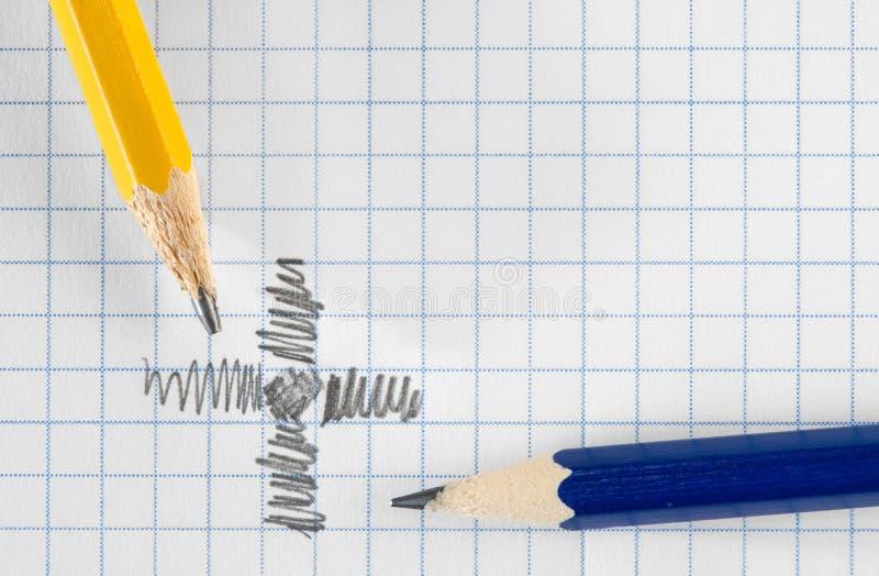 Crayons et papier images stock