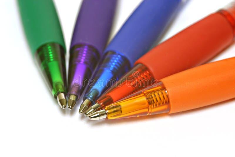 Crayons lecteurs colorés multiples d'isolement photo libre de droits