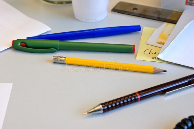 Crayons lecteurs et crayons images stock