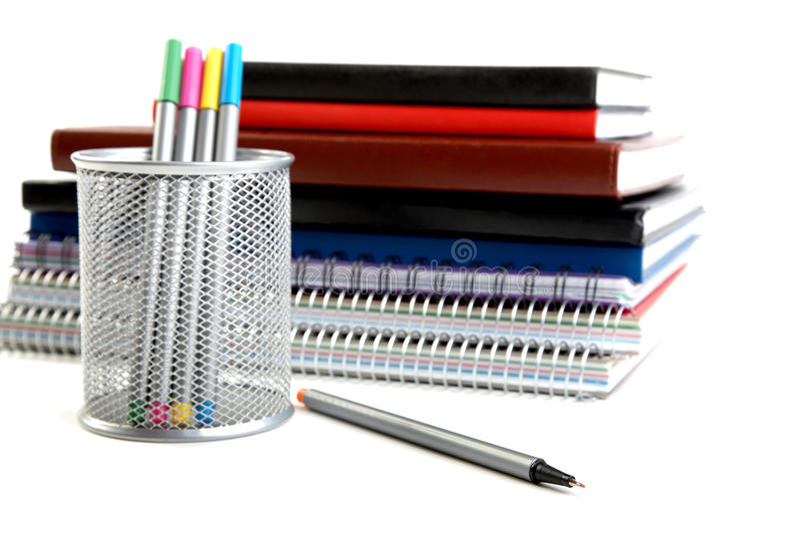 Crayons lecteurs feutres dans le support images libres de droits
