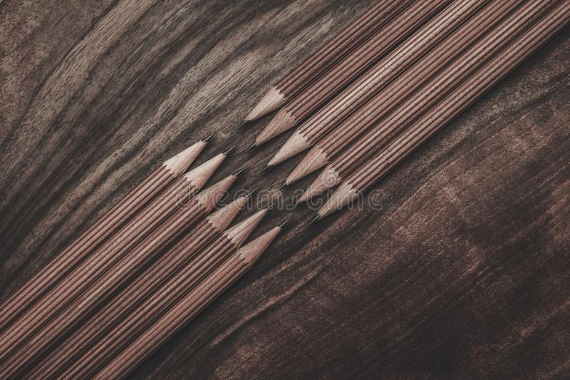 Crayons luxueux de dessin de fusain photographie stock libre de droits